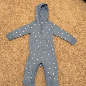 Blue hooded onsie with polar bears, size 6-12M